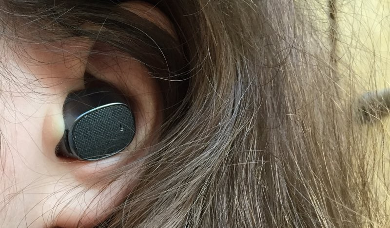 moto hint review in ear