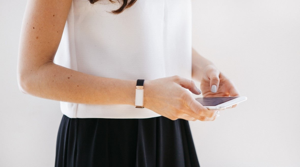 This bracelet wants to track your emotions