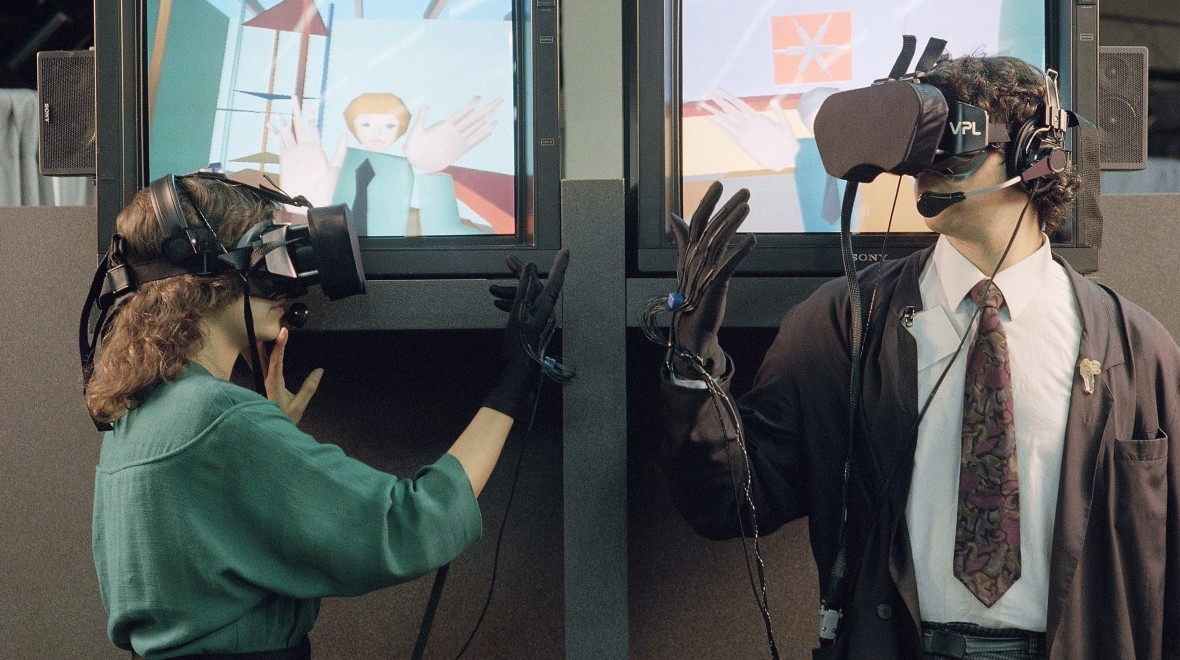 Valve and Oculus: Different paths