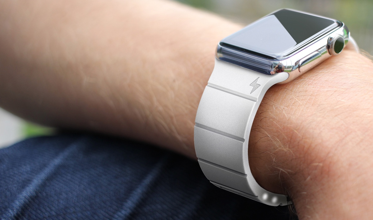 Reserve Strap boosts your Apple Watch