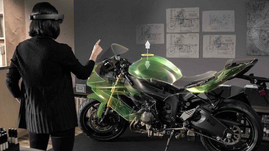 Microsoft offers prizes for HoloLens ideas