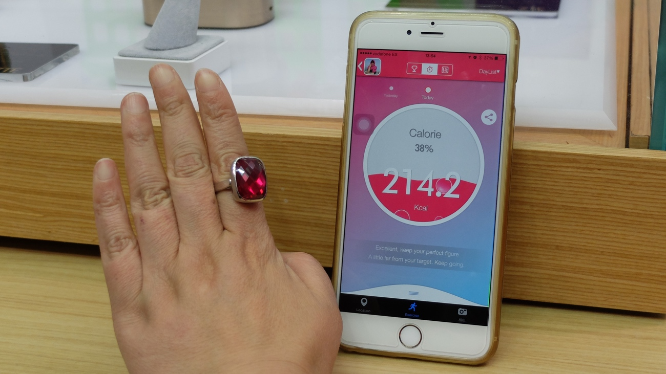 Charm Ring takes care of safety and selfies