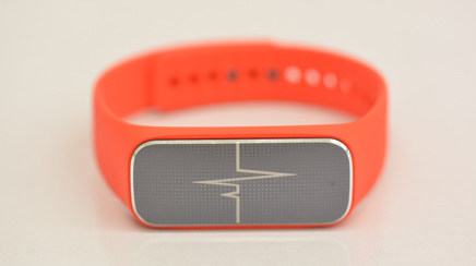 Wearable for soldiers tracks vital signs