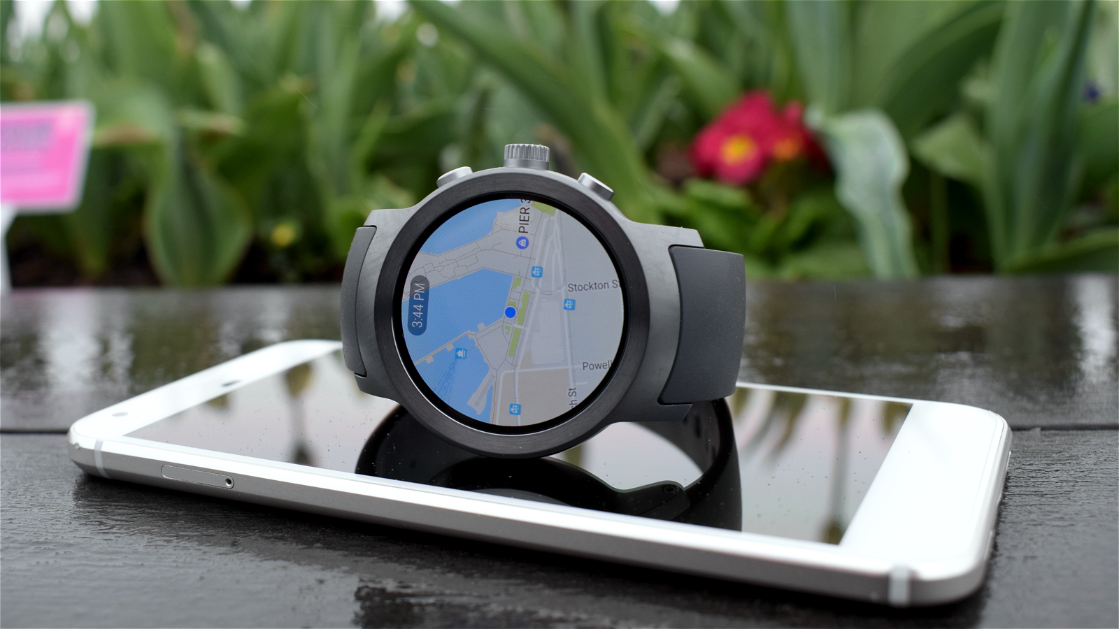 Android Wear learns from Apple