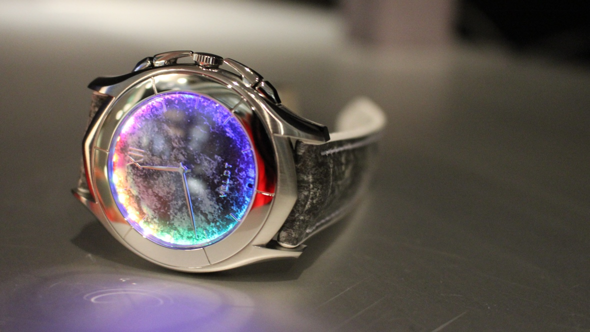 Veldt's illuminating smartwatch