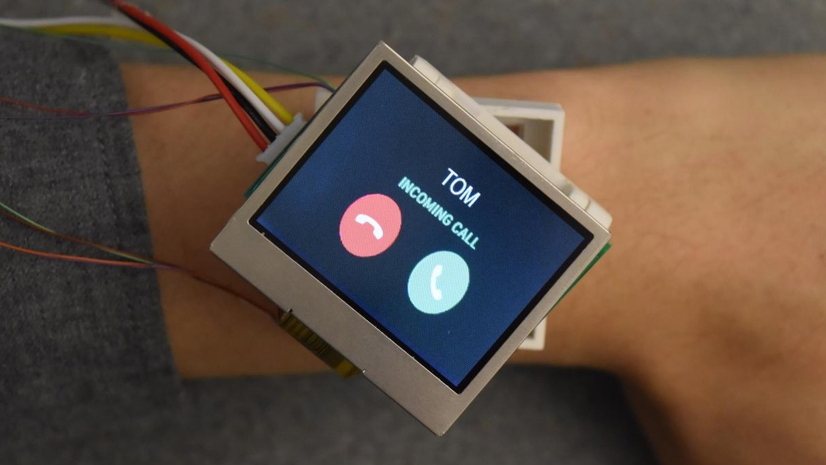 This smartwatch can move on your wrist