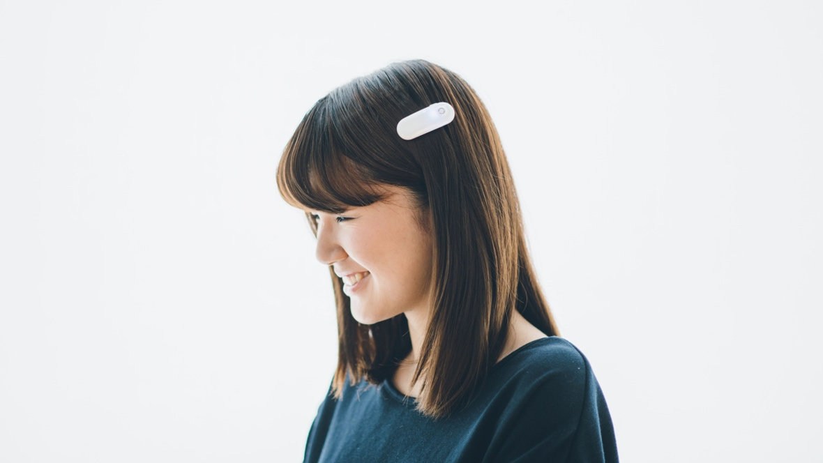 This hair clip helps deaf people sense sound