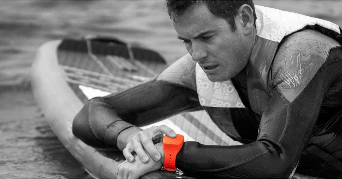 Dial is a smart bracelet that raises the alarm when you're lost out at sea