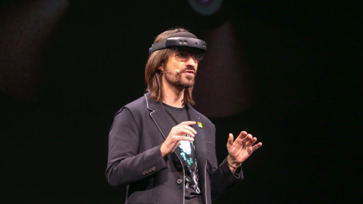 Microsoft HoloLens 2 officially unveiled