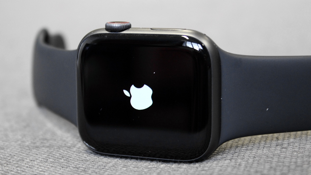 How to force restart the Apple Watch