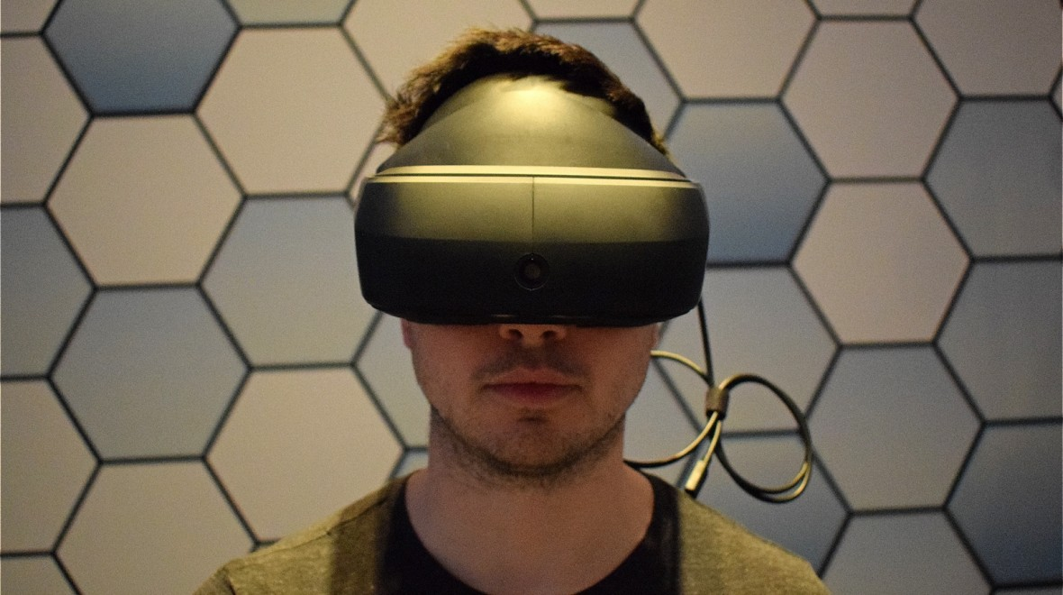 Eyes-on with LG's Vive competitor