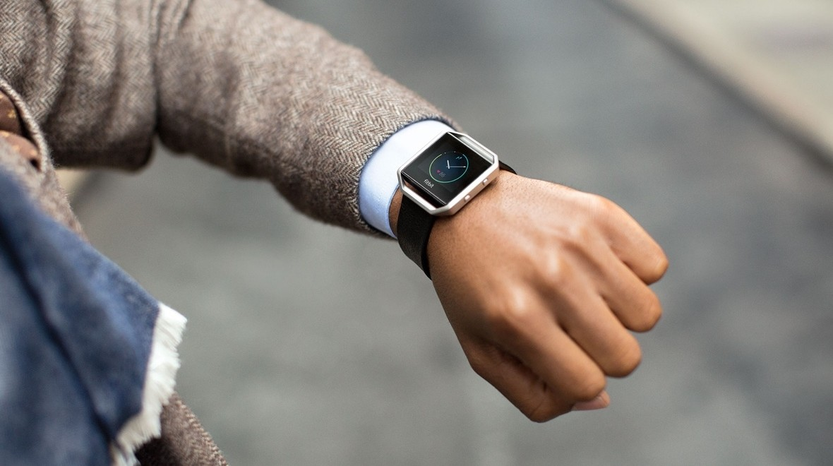 Fitbit's smartwatch runs into more problems