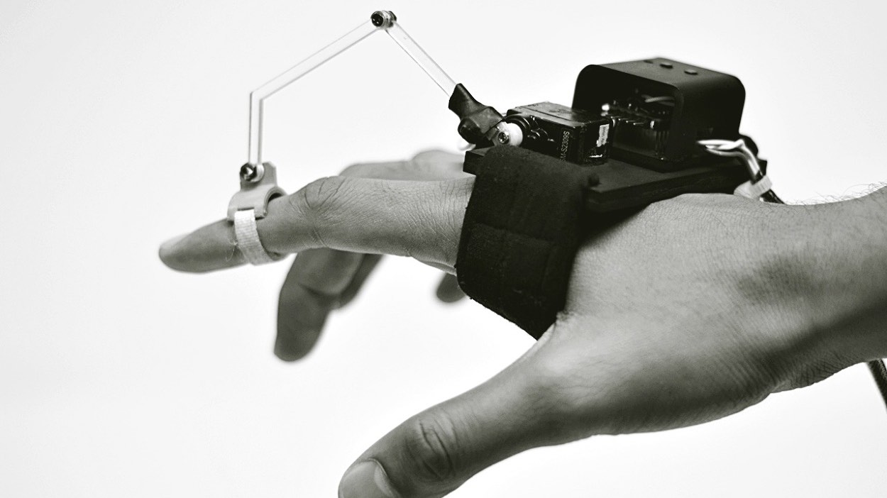 This robotic wearable teaches you how to draw with haptics