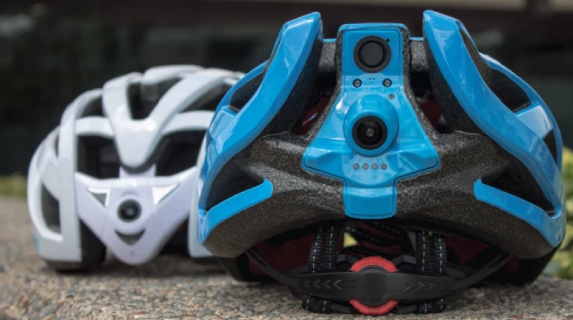 This smart helmet has front and rear cameras