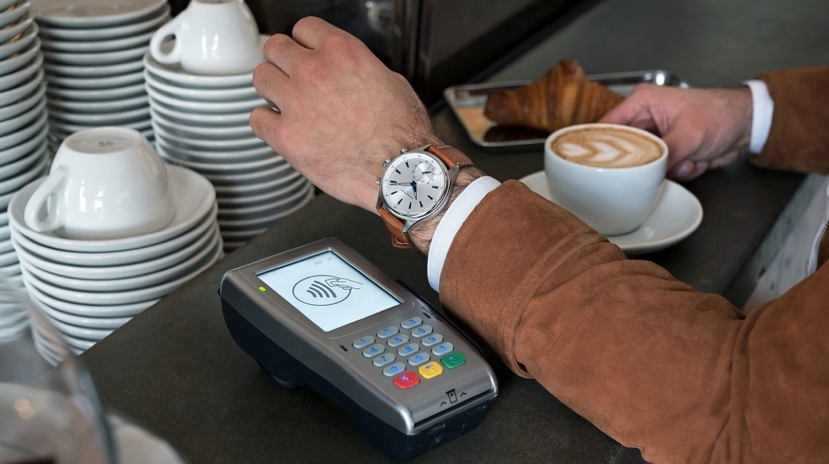 Kronaby's hybrids get contactless payments