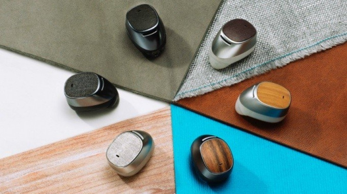 Second gen Moto Hint is on sale now