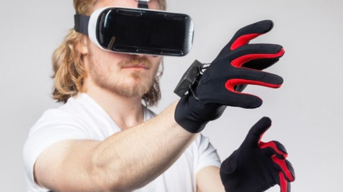 Wireless gloves bring hand tracking to VR