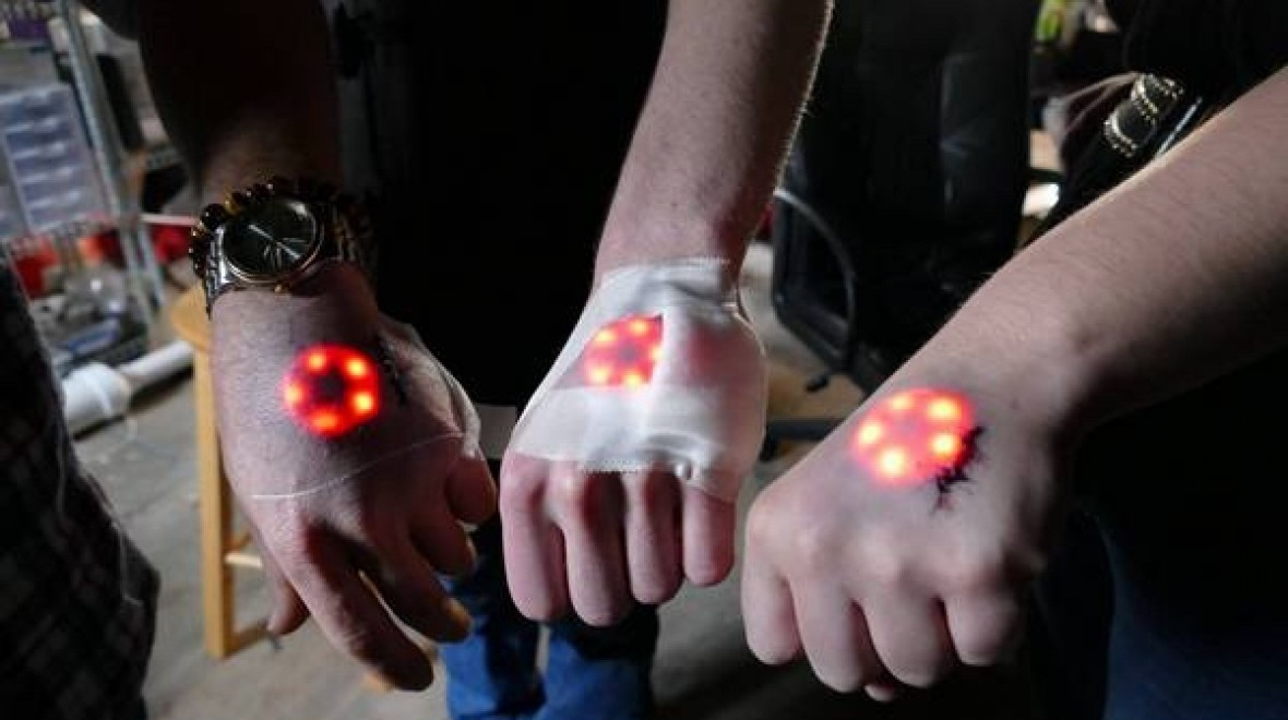 Watch grinders implant LEDs in their hands
