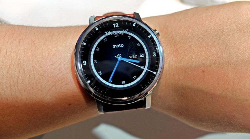 Moto 360 V Apple Watch The Big Beasts Of The Smartwatch