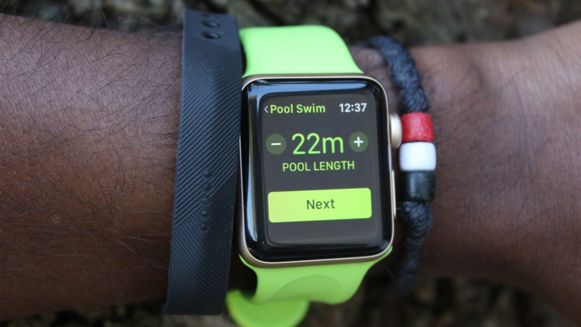 Swimming with Apple Watch Series 2 and Fitbit Flex 2