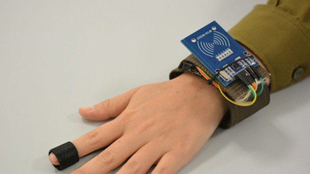 Smartwatches for soldiers: This wearable monitors vital signs of the wounded