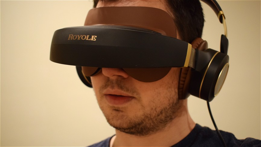 Living with the Royole Moon, a wearable 3D cinema