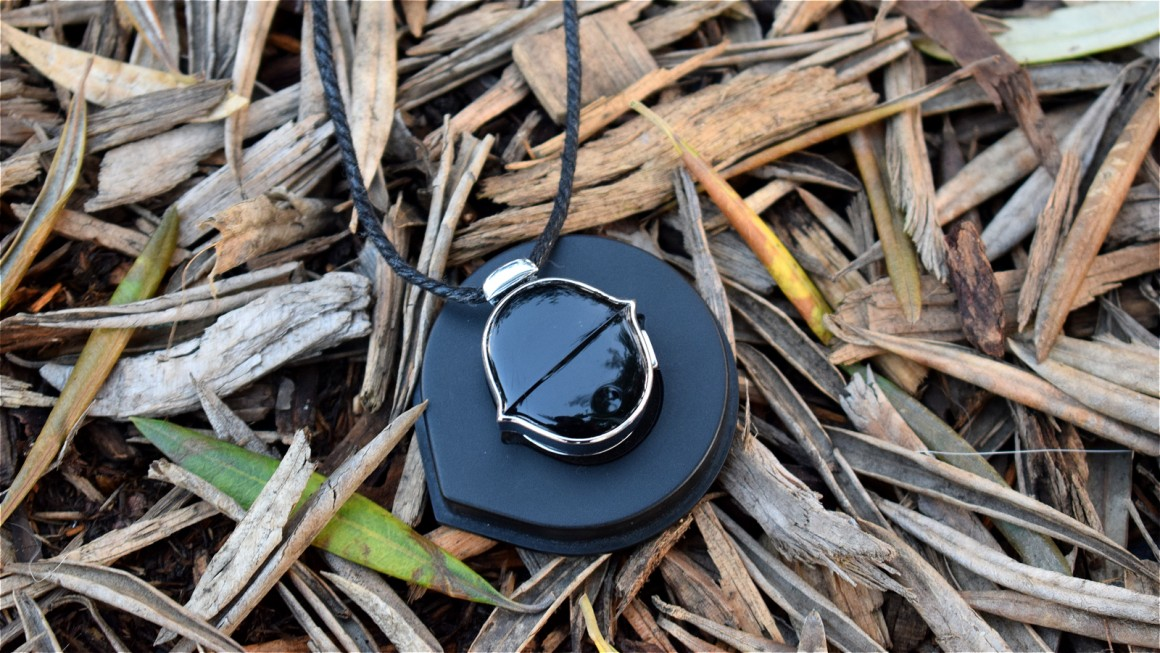 Living with Senstone: A pendant that turns your thoughts into text