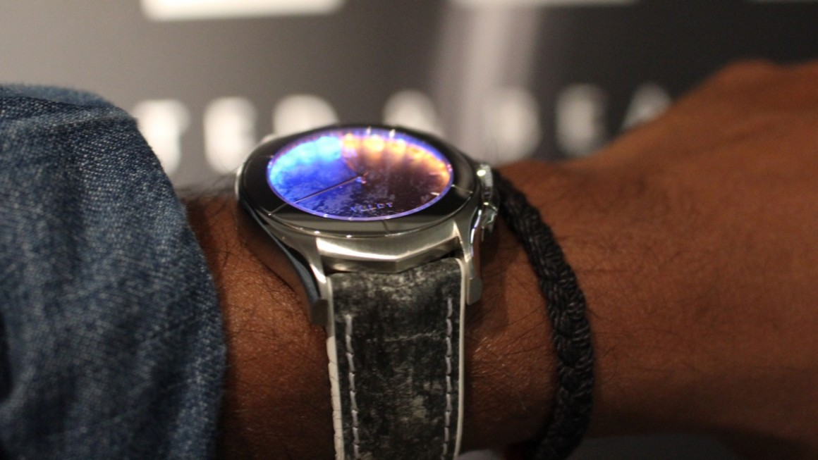 Veldt Luxutre smartwatch wants to light up your life