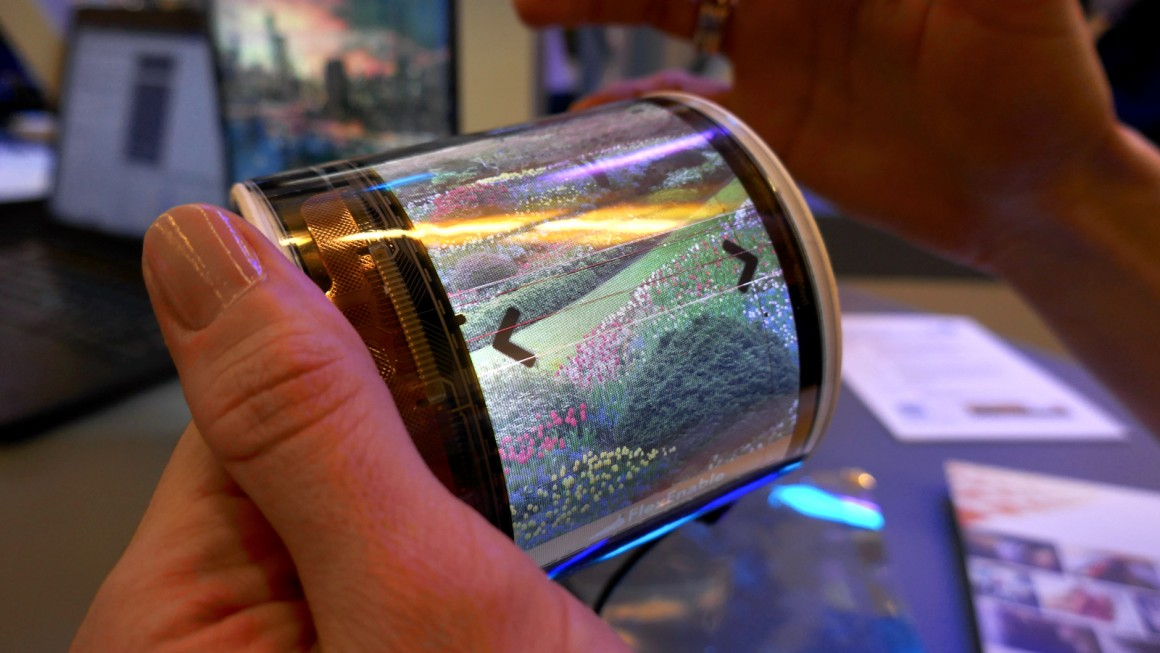 Wrist-worn 'curved phone' gets touchscreen and video