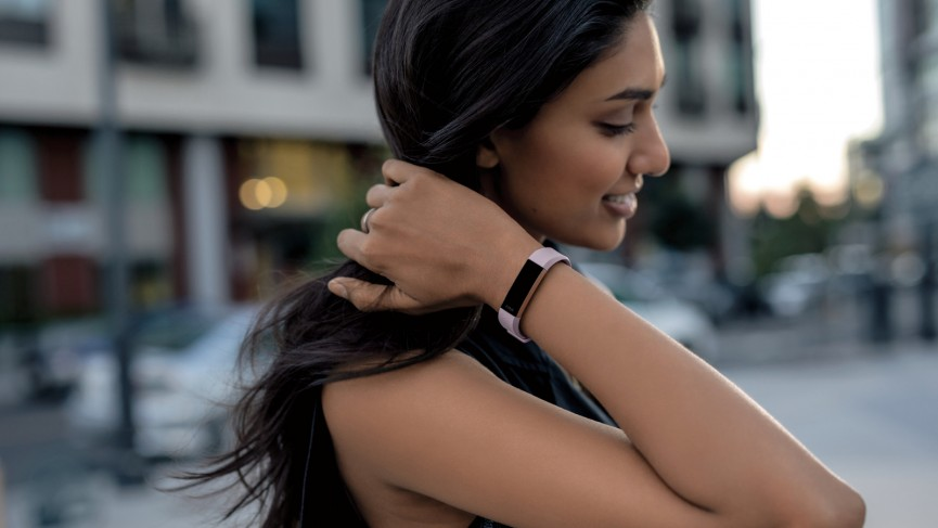 Rezultat iskanja slik za smart bracelet on woman runing