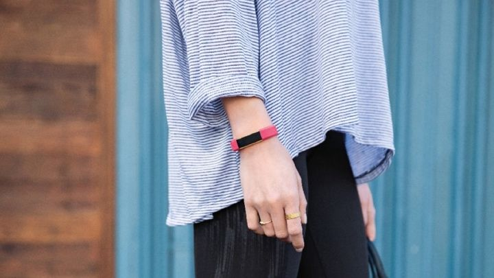 how to turn on fitbit alta hr first time