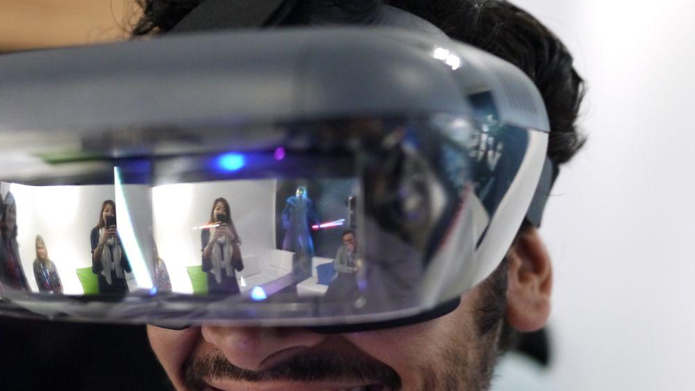 Lenovo Mirage eyes-on: Jedi Challenges is the perfect showcase for AR