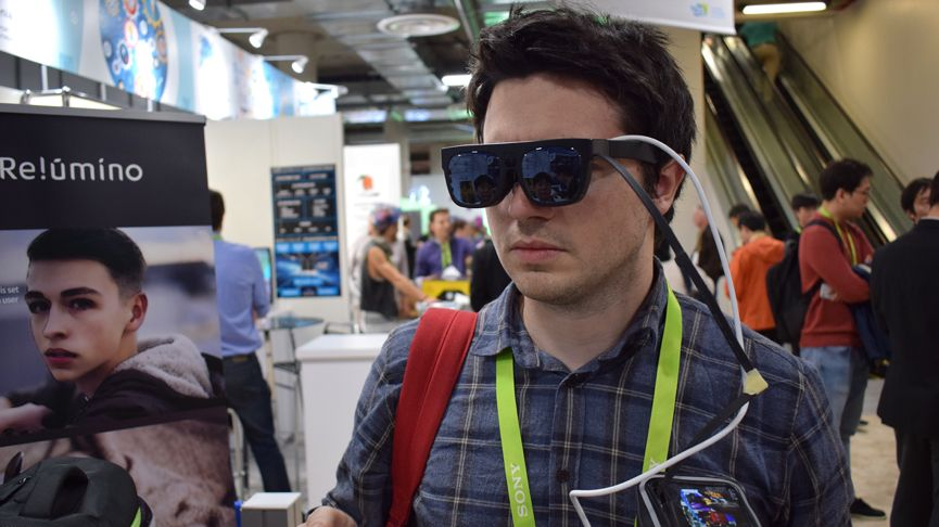 Samsung blinded me at CES, then the Relúmĭno glasses helped me see