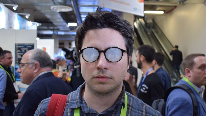 Samsung blinded me at CES, but the Relúmĭno glasses helped me see
