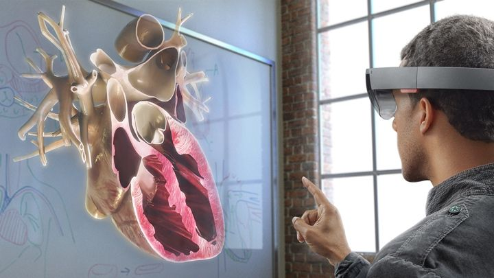 Microsoft is using Mixed Reality and HoloLens to transform the classroom