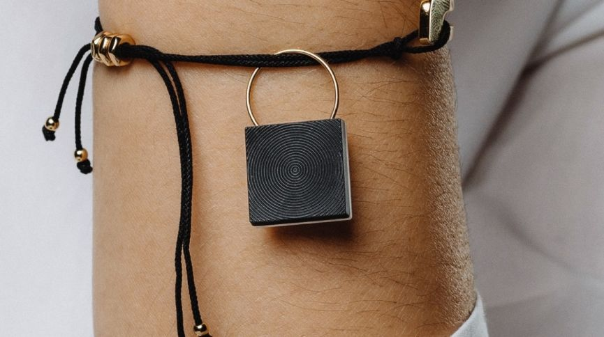 Personal safety wearables: A helping hand in risky situations