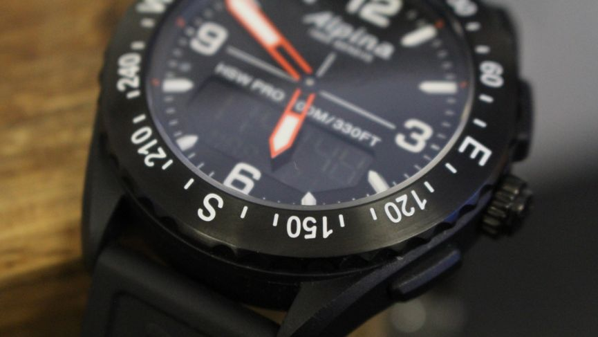 Alpinerx is Alpina's first hybrid smartwatch that comes packing an LCD display
