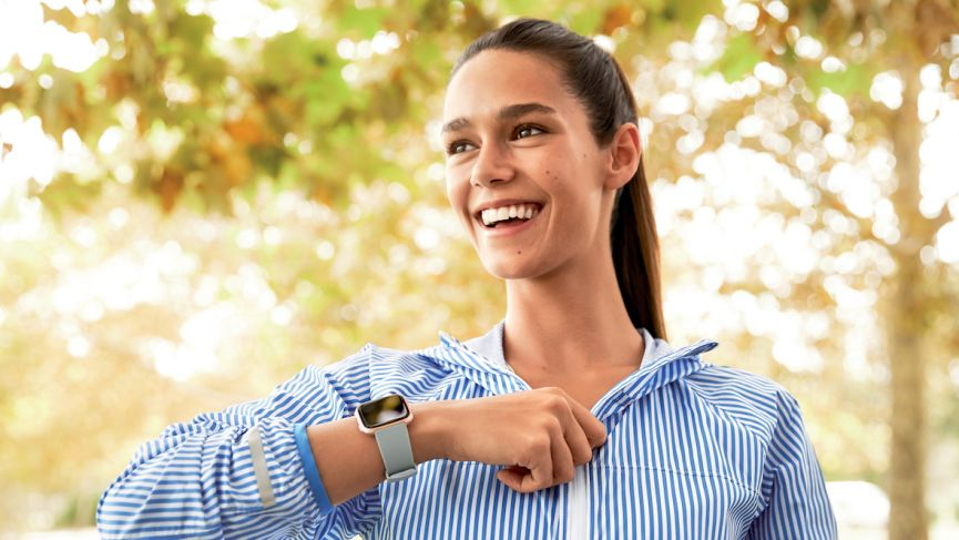 Fitbit's New Smartwatch, The Versa, Looks A Lot Like An Apple Watch