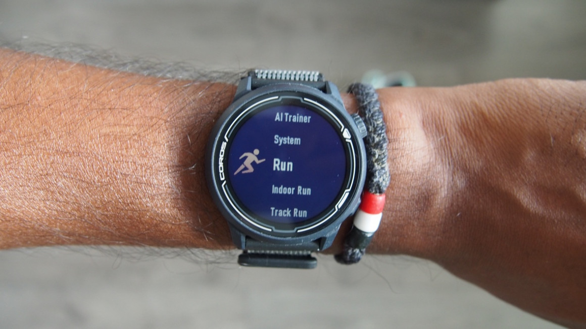 Coros Pace 2 showing screen on wrist