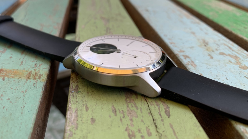 Withings ScanWatch showing thickness