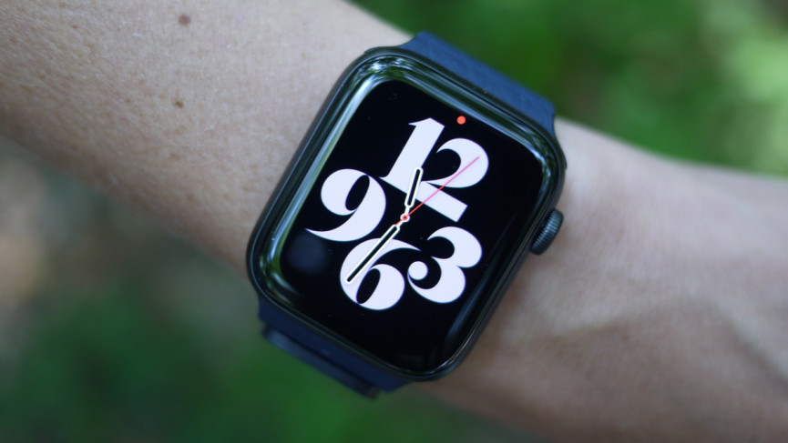 Apple Watch SE showing the new Typographic watch face