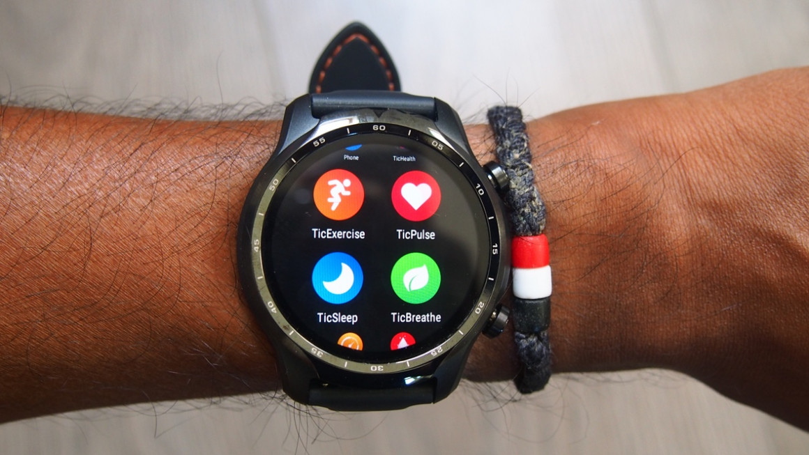 TicWatch Pro 3 showing display