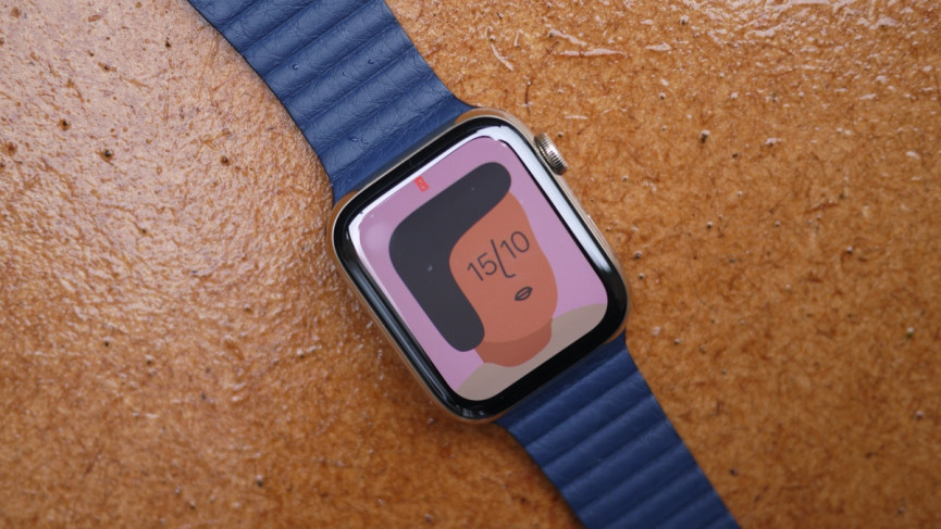 Apple Watch Series 6 in gold with new watchOS 7 watch face