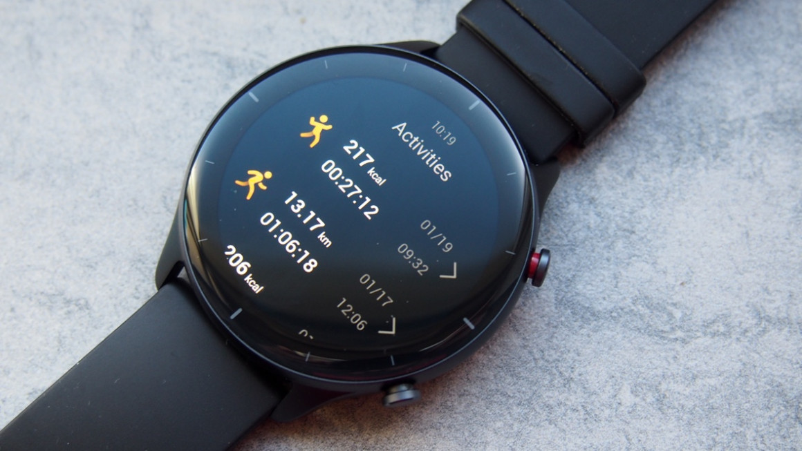 Amazfit GTR 2e showing previous workouts including running